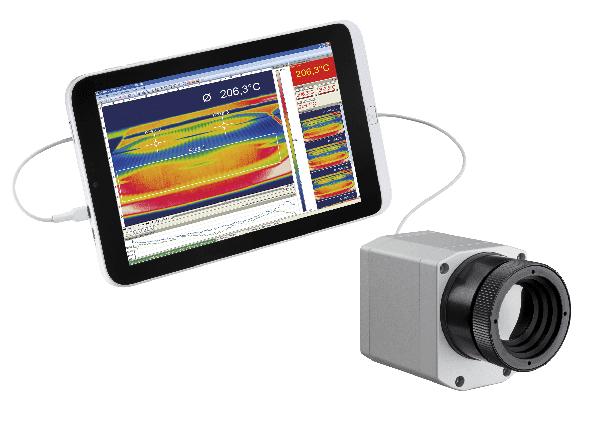 Kamera termowizyjna podłączona do tabletu