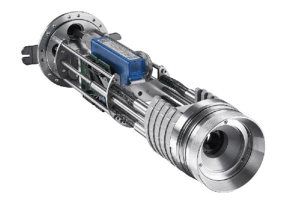 Wnętrze obudowy CoolingJacket Advanced z preinstalowaną kamerą i konwerterem USB na Ethernet