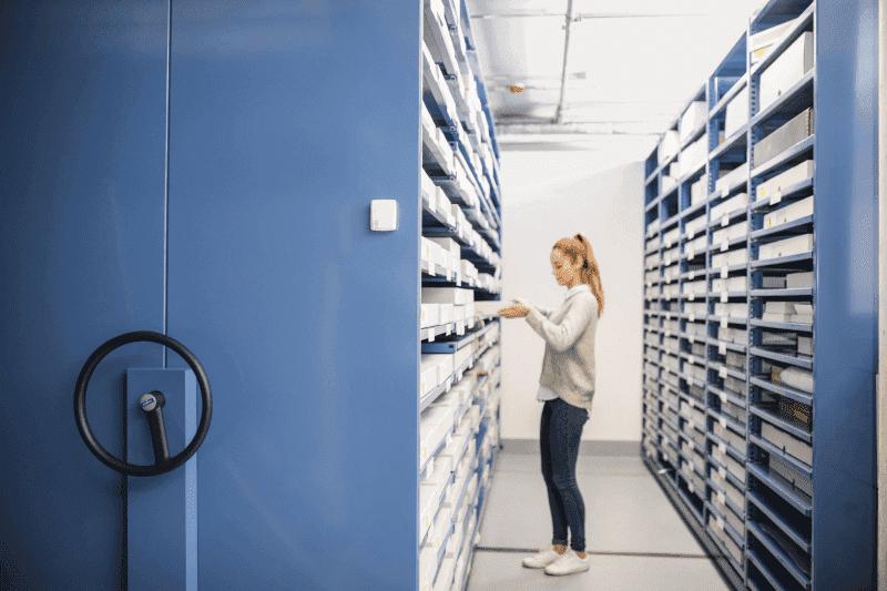 Ochrona eksponatów muzealnych przed światłem i parametrom klimatu